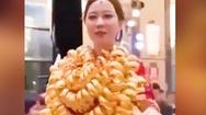 Video: Cô dâu được tặng gần 100 lượng vàng trong ngày cưới