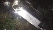 Video: Ô tô Mercedes lao xuống kênh trong đêm, tài xế chết ngạt trong xe