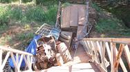 Video: Cầu bị gãy đôi do xe máy cày chở đầy củi cao su chạy qua