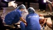 Video: Ngã từ thang máy của chung cư ở Hà Nội, 1 người bị thương nặng