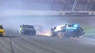 Video: Xe đua bị húc văng và bốc cháy trên đường đua