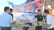 Video: Trực thăng cứu 2 ngư dân nguy kịch trên biển