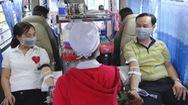 Cho hàng trăm nhân viên ngừng việc đi hiến máu
