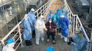 Video: Những bệnh nhân nhiễm corona bắt đầu nhập viện dã chiến ở Vũ Hán