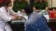 Video: Một phụ nữ không đeo khẩu trang bị phạt 200 ngàn đồng
