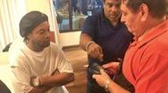 Video: Vì sao cựu tuyển thủ Ronaldinho bị cảnh sát bắt tại Paraguay ?