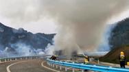 Video: Xe container chở 26 tấn pháo hoa phát nổ