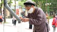 Video: Người nghèo mừng vì cây 'ATM gạo' có mặt ở Hà Nội