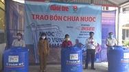 Trao 200 bồn chứa nước cho người dân vùng hạn, mặn tỉnh Long An