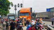 Xe container tông ôtô 7 chỗ, kẹt xe nghiêm trọng trên QL1