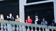 Video: Người dân nhảy múa, vỗ tay mừng nới lỏng giãn cách xã hội