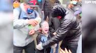 Video: Cảnh sát ở Washington xịt hơi cay vào mặt một bé gái đi biểu tình