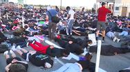 Video: Hàng nghìn người biểu tình ở Mỹ nằm úp mặt trên cầu