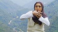 Video: Giao tiếp bằng ngôn ngữ loài chim, nhiều người dân không cần đến điện thoại
