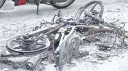 Hai thanh niên đi cướp bị ngã xe xuống đường, cháy trơ khung