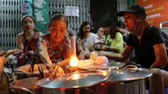 Góc nhìn trưa nay | Quán chè đèn dầu, nơi thắp sáng vùng kí ức Sài Gòn xưa