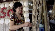 Góc nhìn trưa nay | Người đan võng chuối xưa cũ giữa Cồn Sơn