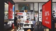 Hàng trăm thương hiệu giảm giá sâu, có mặt hàng giảm 100%