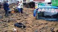 Video: Mưa lớn kéo dài, sạt lở kinh hoàng ở Trung Quốc