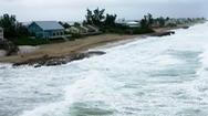 Video: Mỹ hứng bão Isaias giữa lúc đang gồng mình chống dịch COVID-19
