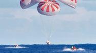 Video: Khoảnh khắc tàu SpaceX chở phi hành gia hạ cánh trên biển