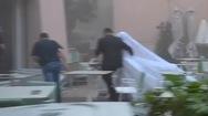 Video: Cô dâu đang chụp hình cưới phải bỏ chạy vì vụ nổ kinh hoàng tại Lebanon