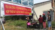 Video: Người dân treo băng rôn phản đối vì dự án nhà đất chậm triển khai