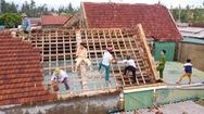 Flycam: Công an, bộ đội hối hả sửa hàng trăm căn nhà giúp người dân sau bão số 5