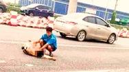 Video: Xe phân khối lớn tông gãy chân CSGT ở Hà Nội