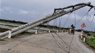 Video: Hàng trăm cột điện gãy đổ ở miền Trung, do chất lượng hay do mưa bão?