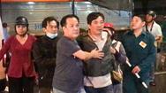 Video: Chồng thẫn thờ khi vợ bị xe tải cán tử vong