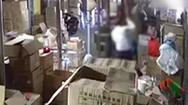 Video: Công an vào cuộc vụ 'người đàn ông dùng thanh gỗ đánh vợ cũ dã man'