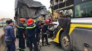 Video: Xe khách tông đuôi xe tải, tài xế chết tại chỗ, nhiều hành khách bị thương