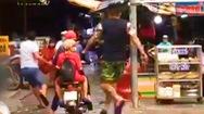 Video: Chủ đại lý bị chém gần đứt bàn tay chỉ vì không đổi vé số trúng
