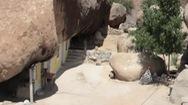 Video: Người đàn ông Mexico xây nhà nằm dưới tảng đá nặng 850 tấn