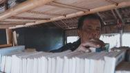 Góc nhìn trưa nay | Lão nông tuổi 75 mở thư viện, miệt mài gieo chữ cho trẻ em nghèo nơi bãi giữa sông Hồng