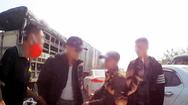Video: Xôn xao clip nhóm người nghi dàn cảnh va chạm xe để ép tài xế bồi thường