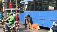 Video: Thương tâm người phụ nữ bán vé số bị xe buýt cán chết ở trung tâm Sài Gòn