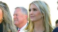 Video: Con gái ông Trump bật khóc trong ngày cha mãn nhiệm