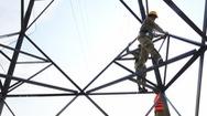 Bảo vệ hành lang an toàn lưới điện cao áp: Cần nâng cao hơn nữa ý thức người dân