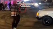 Video: Cảnh sát Mỹ lao xe cán qua một người do bao vây đe dọa cảnh sát