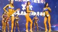 Video: Nữ vận động viên một chân chiến thắng cuộc thi thể hình