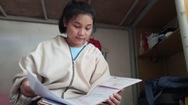Cô gái Giẻ Triêng mồ côi tự 'dò đường' vào đại học