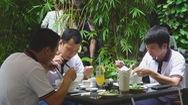 Cùng nhau ăn tô phở yêu thương; y, bác sĩ chống dịch tạm biệt Sài Gòn thân yêu