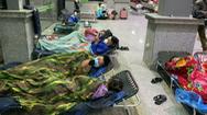Video: Bến xe Nghệ An mở cửa đón người dân về quê vào tránh bão số 8 trong đêm