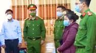 Video: Nữ chủ tịch xã và cán bộ địa chính bị bắt vì 'ăn chặn' tiền hỗ trợ thiên tai