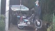 Video: Truy tìm kẻ cắt khóa, lấy trộm chiếc xe lôi mưu sinh của vợ chồng người bán rau