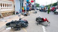 Video: Ô tô 'lùa' 7 xe máy, lao vào tiệm vàng ở Vũng Tàu