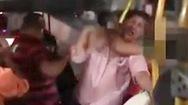 Video: Quấy rối võ sĩ Muay Thái trên xe buýt, 'thủ phạm' bị kẹp cổ giao cho cảnh sát