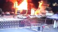 Video: Nổ xe chở nguyên liệu như bom, 2 người bị thương nặng